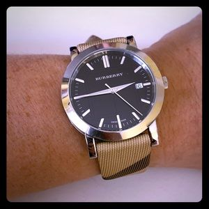 GREAT BURBERRY PLAID WATCH!!